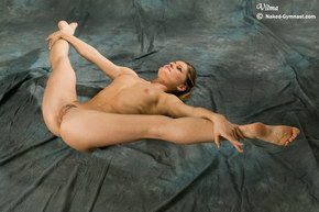 extreme nude flexible