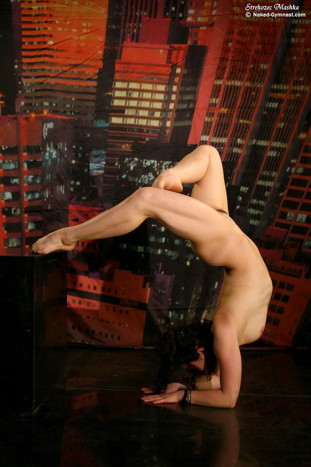 extremely flexible nude girls