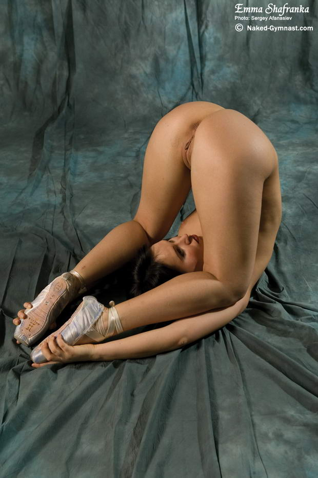 nude flexible female